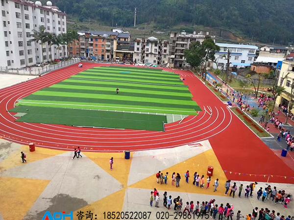 学校塑胶跑道建设