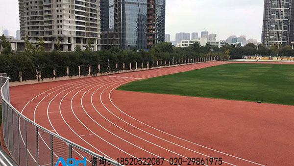 云南昆明xi山yi中塑胶跑道足球场